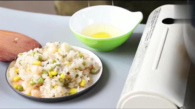 教你做好吃的虾仁蛋包饭,简单又美味,一起做早餐!